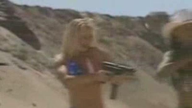 นักกีฬาสาวยิงปืนสุด sexy..