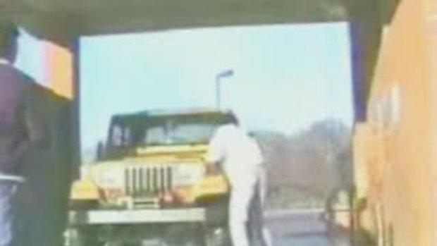 คลิป ล้างรถแบบ เจ็บๆ ฮาๆ...!