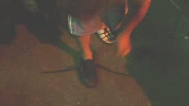 ผูกเชือกรองเท้าแบบขาสั้น