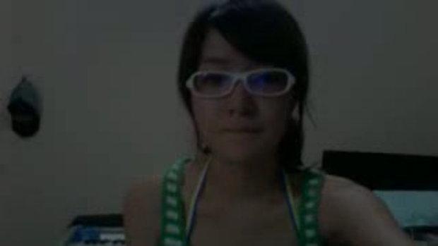 สาวแว่น กับเพลง Umbrella (แบบอะคูสติก)