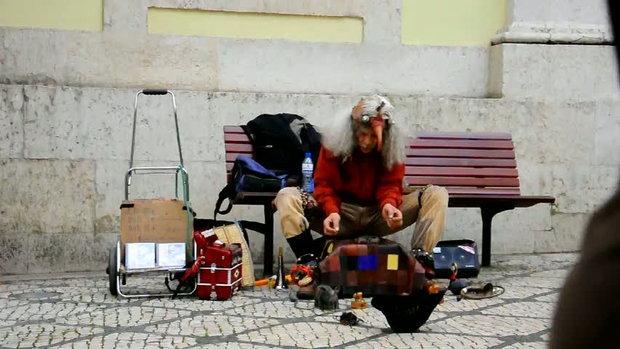 มนุษย์นก ศิลปินข้างถนน