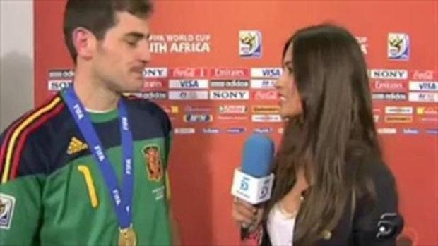 กาซิยาส ให้สัมภาษณ์กับนักข่าว(แฟนสาว)