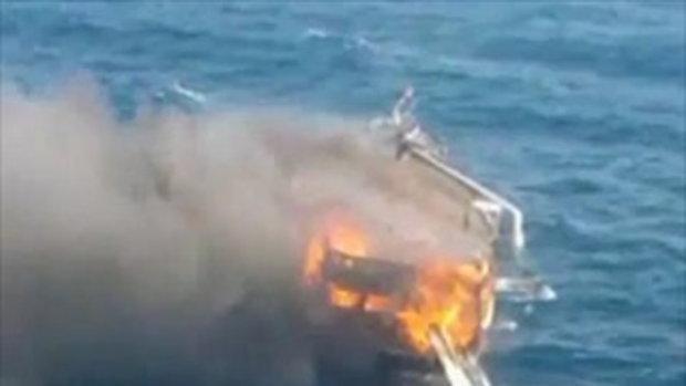 ไฟไหม้เรือท่องเที่ยวกลางทะเล!!