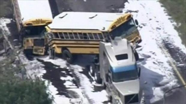 อุบัติเหตุรถรับส่งนักเรียนพุ่งชนรถบรรทุก!!