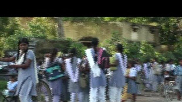 นักเรียนหญิงในอินเดีย-ทริปขี่เวสป้าผจญภัย