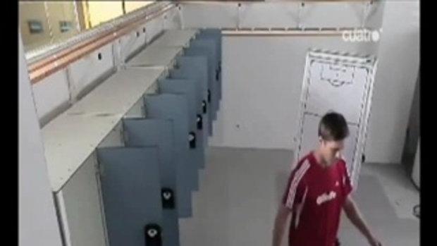 อลอนโซ่ โชว์เตะบอลทีเดียว ปิดประตูตู้ล็อคเกอร์10บา
