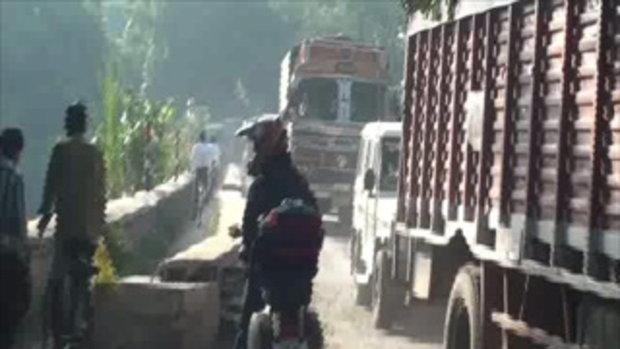 เจโอ๋เวสป้าผจญภัย-จอดข้ามสะพาน(อินเดีย)