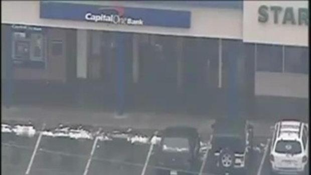 โจรสุดซวย ปล้นธนาคาร เหยียบหิมะลื่นล้ม ตำรวจยิงดับ