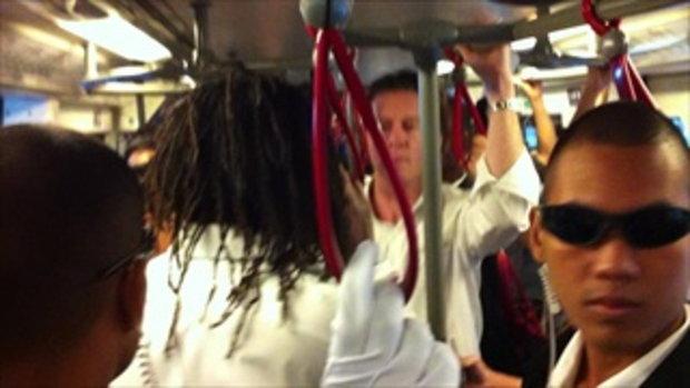 สุดยอด!!!เจอแมคก้ากับถ้วยยูฟ่าบนรถไฟฟ้าระหว่างทางไ