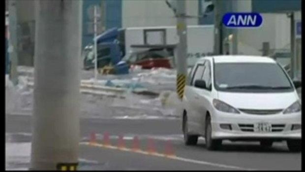 สึนามิพัดถล่มญี่ปุ่น จับภาพจากผู้อยู่ในเหตุการณ์