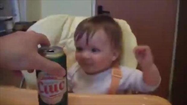 อาการของเด็กอยากกิน น่ารักอ่ะ