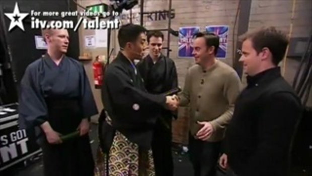 โชว์สุดเสียว! ปิดตาฟันแตงกวา Britain_s Got Talent