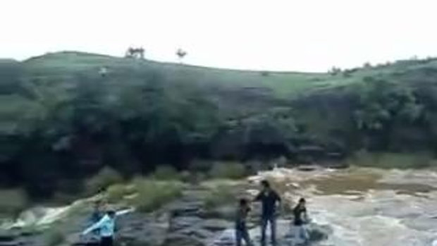 น้ำตกพัด ชาวอินเดีย 5 ราย พบศพแล้ว 3