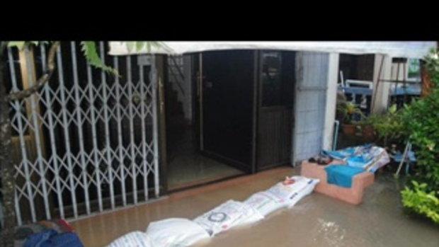 น้ำท่วม ถนน ตลาด เนินกุ่ม