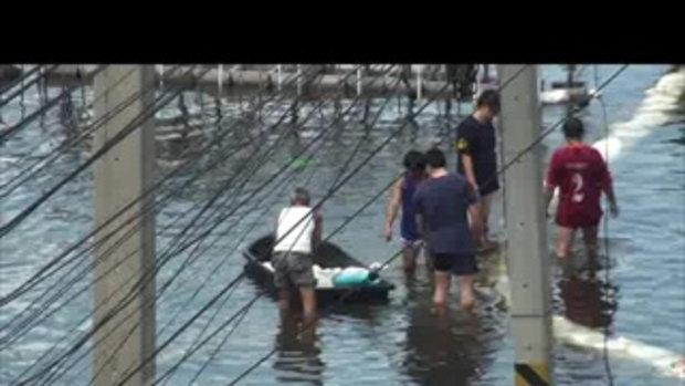 น้ำท่วมปทุมธานี เมืองใหม่รังสิต เจโอ๋รายงาน 22ตุลาคม2554