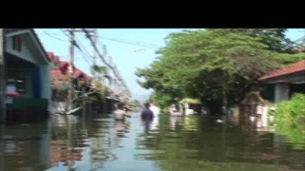 น้่ำท่วมปทุมธานี หมู่บ้านธารารินทร์ 25ตุลาคม2554 เจโอ๋รายงาน
