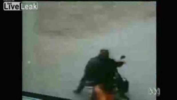 พลเมืองดี ของจีนช่วยจับโจรกระชากกระเป๋า