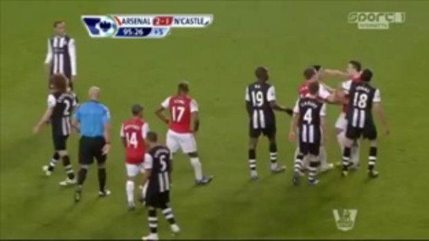 Tim Krul vs Robin van Persie - Arsenal vs Newcastle 2-1 HD