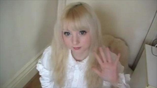 หญิงสาว หน้าเหมือนตุ๊กตา ชาวอังกฤษ