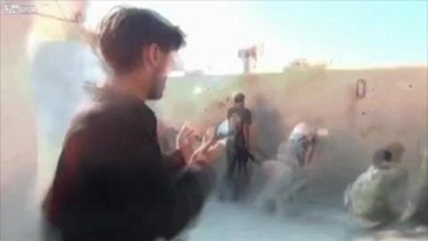 นักข่าวซีเรีย หวิดดับระเบิดลงขณะทำข่า