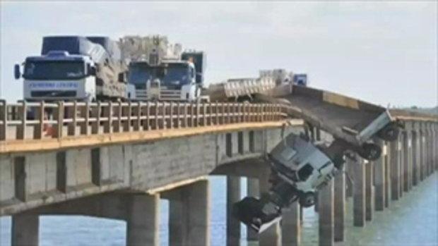 รถบรรทุกชนเสียหลักชนขอบสะพาน คนขับรอดหวุดหวิด