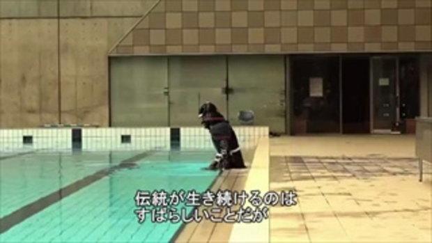 ซามูไรว่ายน้ำ แปลกจริง เพิ่งเคยเห็น