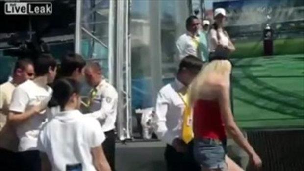 สาวยูเครน เปลือยอก บุกคว้า ถ้วยบอลยูโร 2012