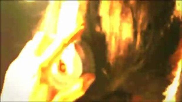 ดร็อกบา ระรื่นได้กอดนักร้องสาวใสในเอ็มวี