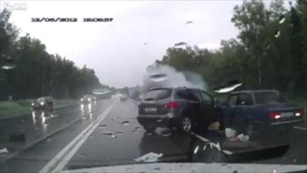ฝนตก ถนนลื่น ขับรถอย่าให้มันเร็วนัก