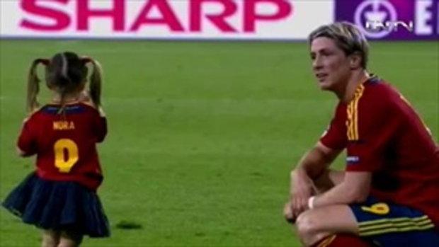 ตอเรส เล่นกับลูกๆในสนามบอลฉลองแชมป์ยูโร