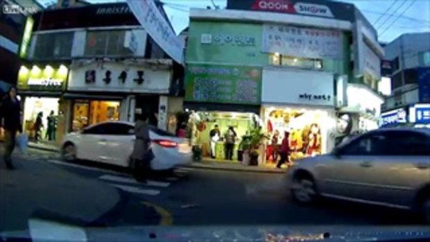 มิจฉาชีพ แนวใหม่ เดินชนรถ แกล้งเจ็บหวังเงินประกัน ที่เกาหลีใต้