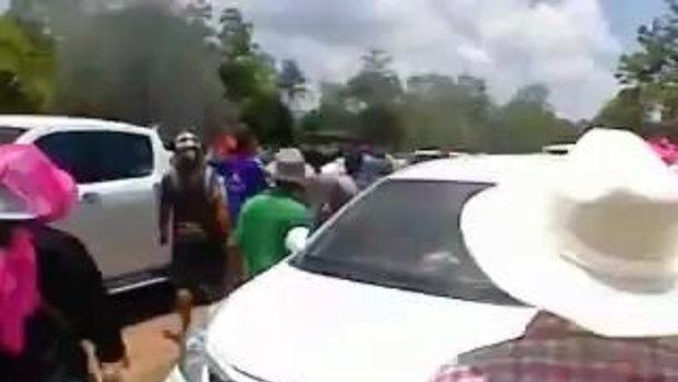 วินาทีบั้งไฟตกใส่รถ ที่งานบุญบั้งไฟ หนองคาย ไฟคลอกเสียชีวิต 2 ศพ