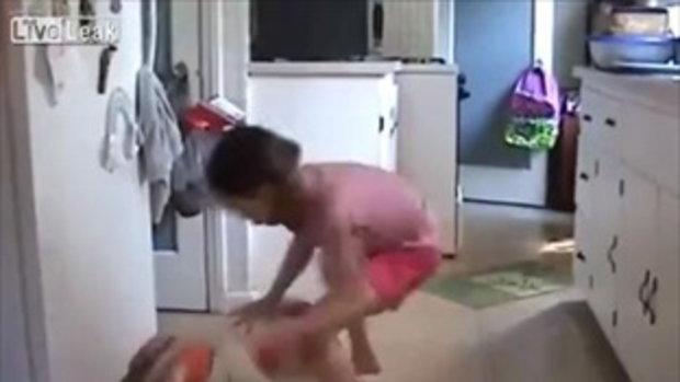 เด็กสาว 8 ขวบ สกิลเดาะบอลขั้นเทพ