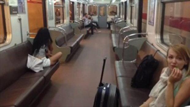 ผู้โดยสารถึงกับอึ้งเมื่อรถไฟใต้ดินเปิดประตูวิ่ง