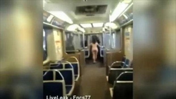 สาวเปลือยกาย ล่อนจ้อนโดดขึ้นรถไฟฟ้าใต้ดินชิคาโก