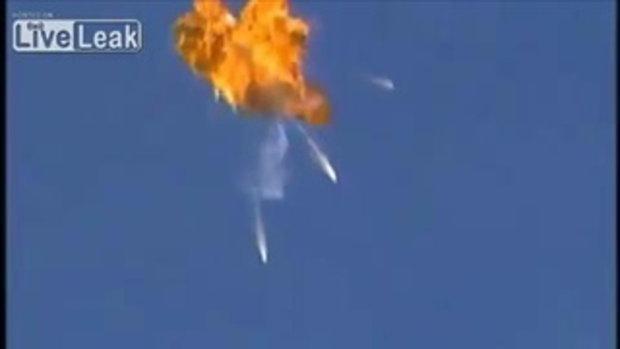 นักบินดีดตัว ก่อนเครื่องบินระเบิด