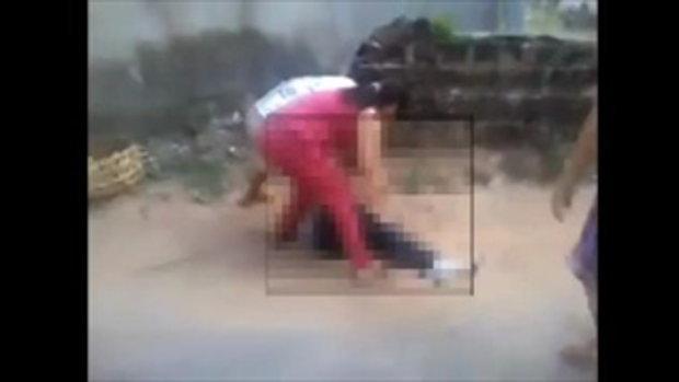 จับสาวเวียดนามแก้ผ้า ประจานกลางถนน