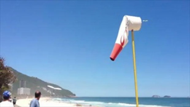 Hang gliding experience: Beach landing