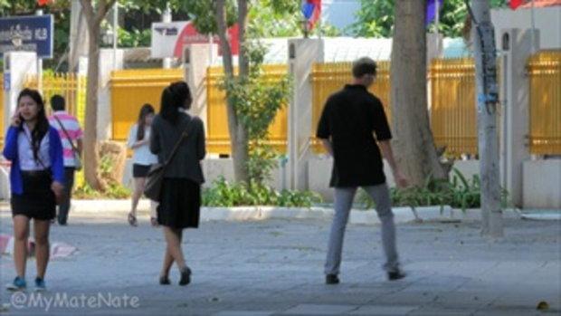 [EP.4] คนไทยโดนฝรั่งแกล้งกอด! สุดฮา!  Hugging Strangers Prank!