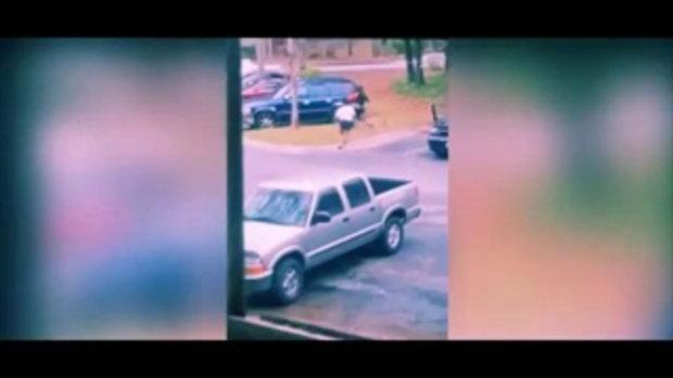 นาทีสุดช็อก! สาวจับได้แฟนนอกใจ เลยไปเล่นงานรถกิ๊ก ก่อนโดนรถกิ๊กทับขาหัก