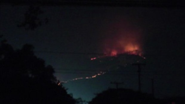ภาพไฟไหม้ป่าดอยสุเทพ ใกล้เมืองเชียงใหม่ ลุกลามนับ 100 ไร่