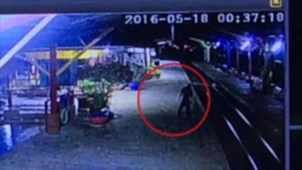 หนุ่มใหญ่เมาสุราเดินโซเซเข้าไปนอนในรางรถไฟ  ถูกทับดับสยอง