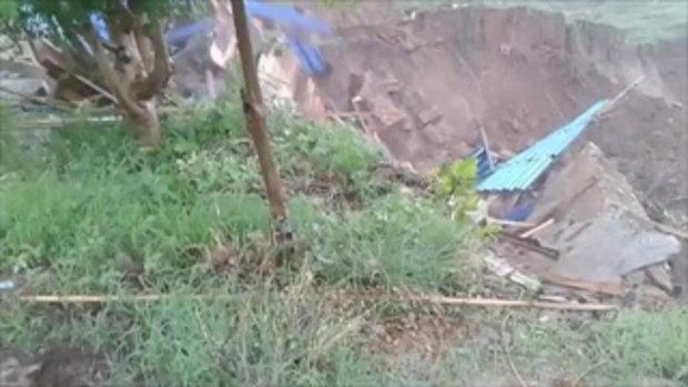 ดินริมตลิ่งทรุด สไลด์บ้านลงแม่น้ำพังทั้งหลัง