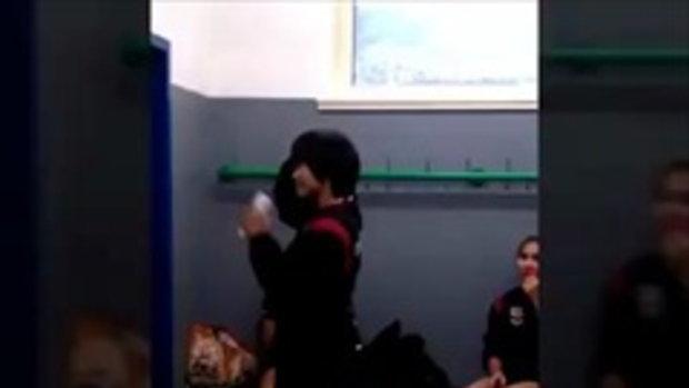 คลิปนักตบวอลเลย์บอลหญิงไทย โชว์ลีลาสายย่อ หลังตบชนะเซอร์เบีย
