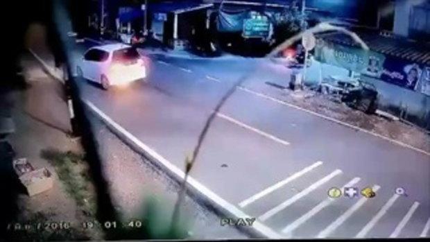 คลิปอุทาหรณ์ อย่าปล่อยลูกหลานวิ่งเล่นริมถนน