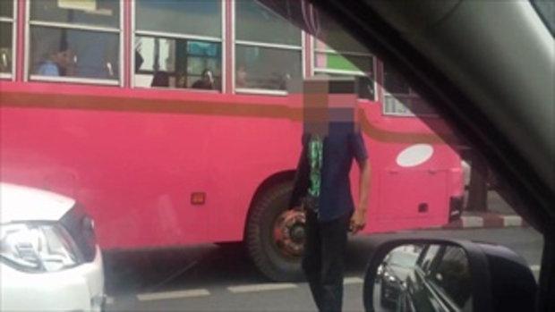คนขับรถร่วมฯ ชี้หน้าด่า ท้าต่อย  หลังโดนบีบแตรเพราะปาดหน้า