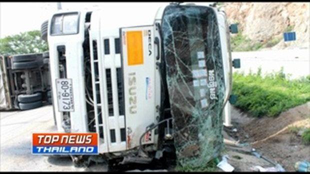 รถพ่วง 18 ล้อ เสียหลักพลิกคว่ำเฉี่ยวนักปั่นจักรยานชาวฝรั่งเศสได้รับบาดเจ็บ 2 ราย