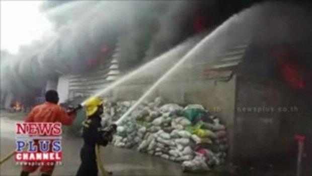 ไฟไหม้โกดังหลังตลาดไทปทุมฯยังคุมเพลิงไม่ได้