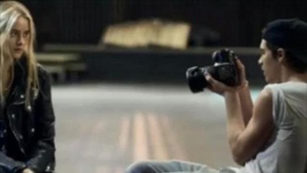 กรี๊ดลั่น บรูคลิน เบคแฮม ในมาดตากล้องสุดหล่อ!
