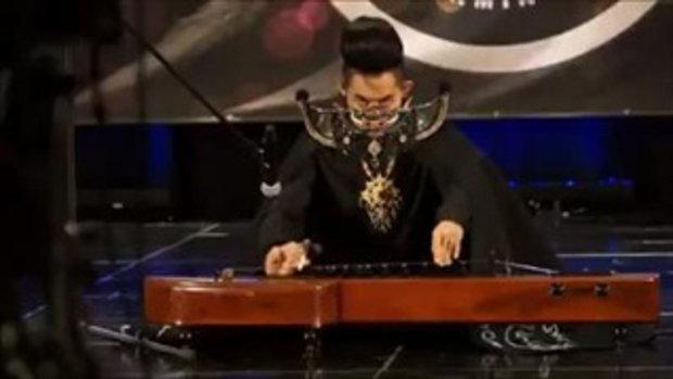 เก่ง ธชย โชว์เดี่ยวจะเข้ ผ่านเข้ารอบไฟนอลเวทีดนตรีระดับโลก คลิป 1